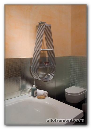 Дизайнерські полички у ванній кімнаті