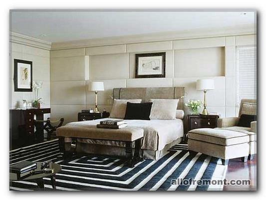 Вісокі ліжка у спальні