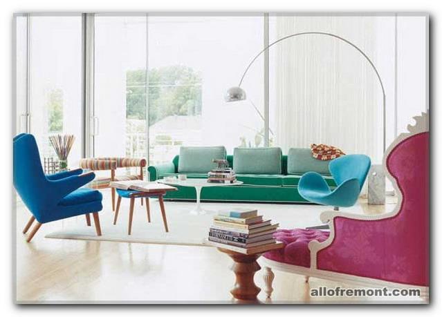 Кольоровий дизайн вітальні