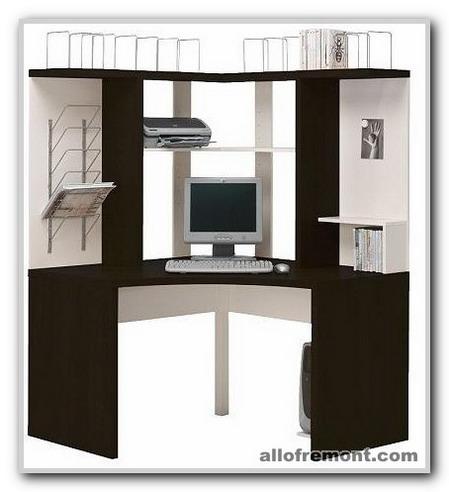 Комп'ютерний стіл у кабінеті