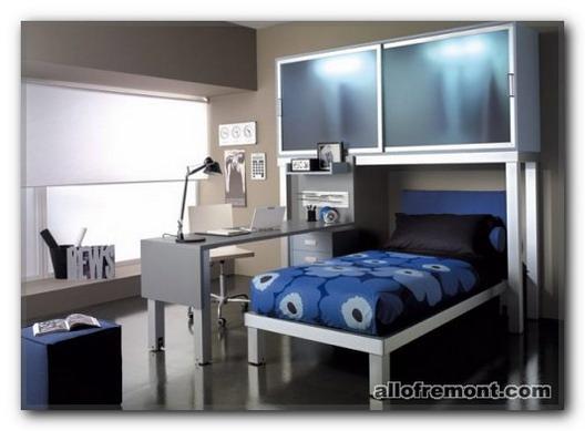 Робоче місце в кімнаті підлітка