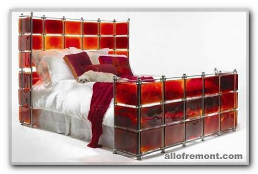 Орігінальні ліжка в інтер'єрі спальні