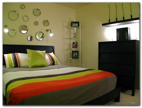 Дзеркало в спальні