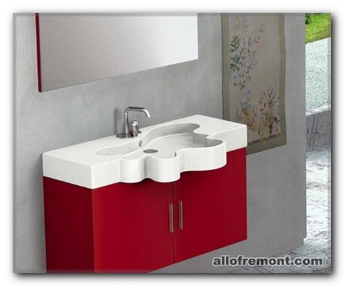 Червоний колір у ванній кімнаті