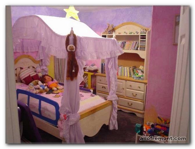 Ліжечко в дитячій кімнаті